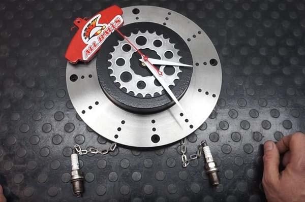 настенные часы из тормозного диска