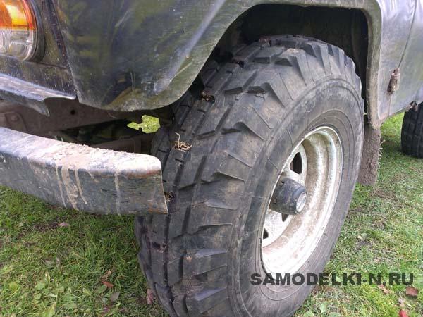 вырезал протектор на шине